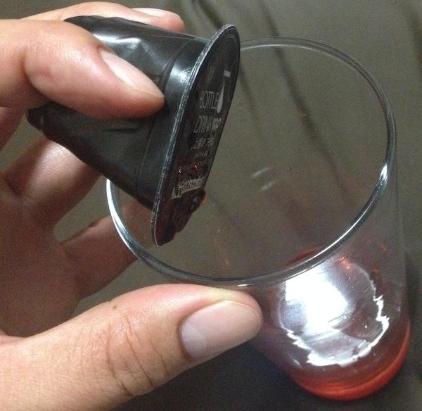 ポーションをグラスに注ぐ