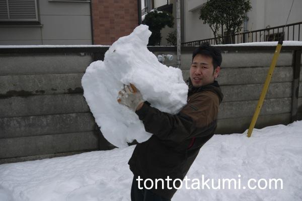 たくみと雪玉